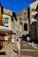 France, Haute-Loire (43), Le Puy-en-Velay, étape sur le chemin de Saint Jacques de Compostelle, la cathédrale Notre-Dame de l'Annonciation du XIIe siècle // France, Haute-Loire (43), Le Puy-en-Velay, stage on the way to Saint Jacques de Compostela, view of the city, he Cathedral of Our Lady of the Annunciation