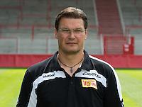 Der Physiotherapeut des 1. FC Union Berlin, Frank Placzek, posiert am 01.07.2013 im Stadion Alte Försterei in Berlin während des offiziellen Fototermins für die Saison 2013/2014. Foto: Soeren Stache/dpa