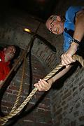 Mr. Pieter van Vollenhoven was dinsdagavond 21 juni in Utrecht aanwezig bij de 500ste verjaardag van de luidklokken in de Domtoren.<br /> De klokken- en geschutsgieter Geert van Wou maakte in 1505 één van de grootste geluien in Europa: dertien luidklokken die een samenhangende toonreeks vormen. Het bijzondere van de Domklokken is dat ze nog altijd met de hand worden geluid. <br /> <br /> Mr. Pieter van Vollenhoven was Tuesday evening 21 June in Utrecht present at 500 anniversary of the bellringing?  in the domtoren. The bells were made in 1505 one of the largest bells in Europe: Thirteen Bells which a coherent tone range forms. Particular of the bells is that they are still sounded with the hand.