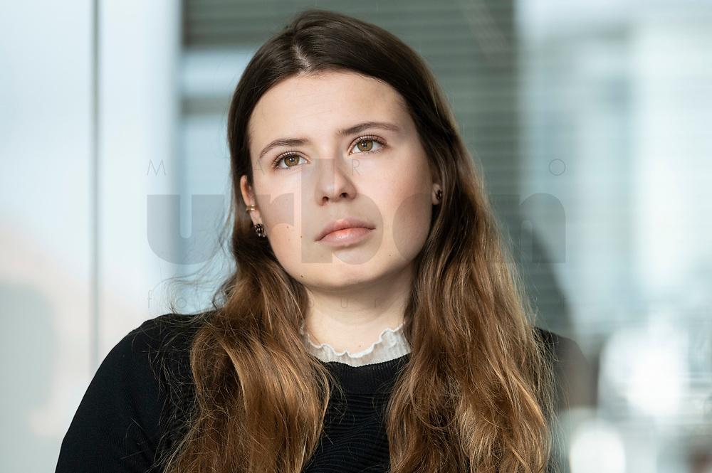 12 MAR 2020, BERLIN/GERMANY:<br /> Luisa Neubauer, Klimaschutzaktivistin, Fridays for Future, waehrend einem Interview, Redaktion Rheinische Post<br /> IMAGE: 20200312-01-008