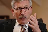 15 JAN 2007, BERLIN/GERMANY:<br /> Thilo Sarrazin, Senator fuer Finanzen Berlin, waehrend einem Interview, in seinem Buero, Senatsverwaltung fuer Finanzen<br /> IMAGE: 20070115-01-012