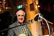De complete lijst van de Radio 2 Top 2000 is bekend gemaakt in een speciale uitzending van het Radio 2-programma 'Tijd voor Twee Proeflokaal' van Frits Spits van 12.00 tot 14.00 uur in het Top 2000 cafe in beeld en geluid, Hilversum<br /> <br /> Op de foto:  Frits Spits in het Top 2000 cafe