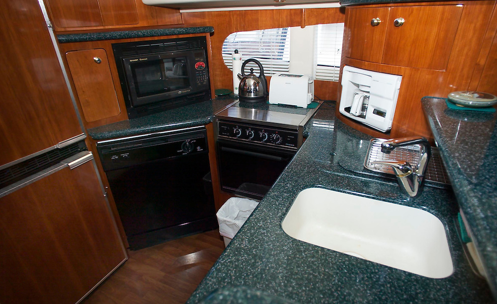 (PFEATURES) Pt. Pleasant 10/1/2003  The galley of Dick Swetits yacht the Lady Faye at 50+ foot Carver Yacht moored on the docks of Johnson Boat Works.  Michael J. Treola Staff Photographer....MJT