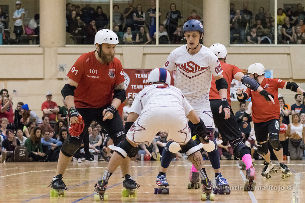 Barcelona, Spain. 08th April, 2018. Jammer of England, #101 Waterman, trying to pass two players of Team USA during the final of MRDWC2018. © Valentin Sama-Rojo.