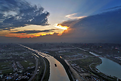 July 30, 2017 - Huai'An, Huai'an, China - Huai'an, CHINA-July 30 2017: (EDITORIAL USE ONLY. CHINA OUT)..Sunset can be seen at the Beijing-Hangzhou Grand Canal in Huai'an, east China's Jiangsu Province, July 30th, 2017. (Credit Image: © SIPA Asia via ZUMA Wire)