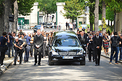 Atmosphere during the funeral ceremony of French designer Sonia Rykiel at the Montparnasse cemetery in Paris, France on September 1, 2016. The 86 years old pioneer of Parisian womenswear from the late 1960's onwards, has died from a Parkinson's disease-related illness. Photo by Alban Wyters/ABACAPRESS.COM