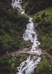 THEMENBILD - ein Mann auf einer Bruecke ueber einen Bergbach waehrend einer Wanderung entlang des Wasserfallweges, aufgenommen am 28. Juli 2019 in Fusch a. d. Grossglocknerstrasse, Oesterreich // a Man on a bridge over a mountain stream during a hike along the waterfall trail in Fusch a. d. Grossglocknerstrasse, Austria on 2019/07/28. EXPA Pictures © 2019, PhotoCredit: EXPA/ JFK