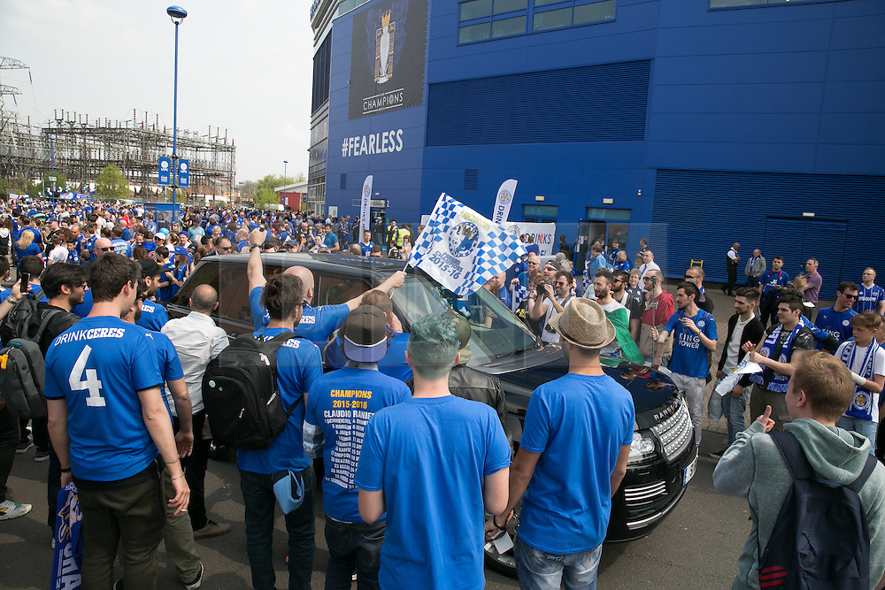 © Licensed to London News Pictures. 07/05/2016. Leicester, UK. Leicester City fans celebrating outside the King Power stadium before their match with Everton before lifting the Premiership trophy. Pictured, arriving players are swamped by celebrating fans. Photo credit: Dave Warren/LNP
