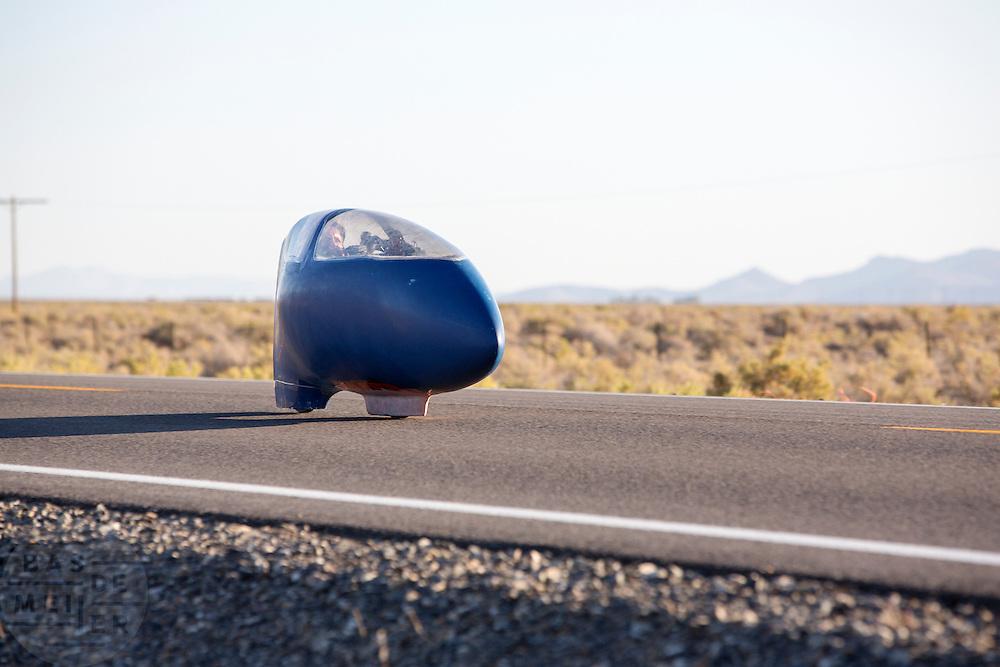 De Bluenose op de zesde racedag van de WHPSC. In de buurt van Battle Mountain, Nevada, strijden van 10 tot en met 15 september 2012 verschillende teams om het wereldrecord fietsen tijdens de World Human Powered Speed Challenge. Het huidige record is 133 km/h.<br /> <br /> The Blue Nose on the sixth day of the WHPSC. Near Battle Mountain, Nevada, several teams are trying to set a new world record cycling at the World Human Powered Vehicle Speed Challenge from Sept. 10th till Sept. 15th. The current record is 133 km/h.