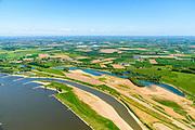 Nederland, Gelderland,  West Betuwe, 13-05-2019; Waalbandijk en Waal.  Er is een nevengeul gegraven in het kader van het waterbeheer. De oorspronkelijke geplande hoofdwatergeul, ten noorden van de dorpen Varik en Heesselt, midden foto, is van de baan naar protesten van  betrokkenen.<br /> Waalbandijk and Waal. A secondary channel has been dug as part of water management. The originally planned main water channel, north of the villages of Varik and Heesselt, is canceled as a result of to protests from those involved.<br /> <br /> aerial photo (additional fee required);<br /> luchtfoto (toeslag op standard tarieven);<br /> copyright foto/photo Siebe Swart