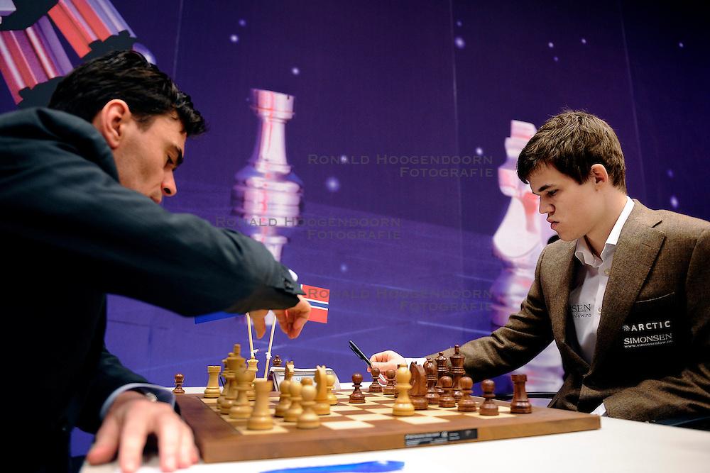18-01-2010 SCHAKEN: CORUS CHESS 2010: WIJK AAN ZEE<br /> Derde ronde van het Corus Schaaktoernooi 2010 / Magnus Carlsen NOR en Loek van Wely<br /> ©2010-WWW.FOTOHOOGENDOORN.NL