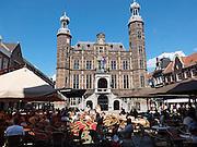 Nederland, Venlo, 4-8-2013De markt met terrassjes en het oude stadhuis, eens de waag, in het oude centrum van de stad.Foto: Flip Franssen/Hollandse Hoogte