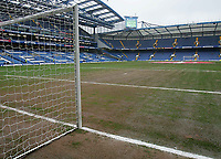 Photo: Lee Earle.<br /> Chelsea v Colchester United. The FA Cup. 19/02/2006. The poor state of the Chelsea pitch.