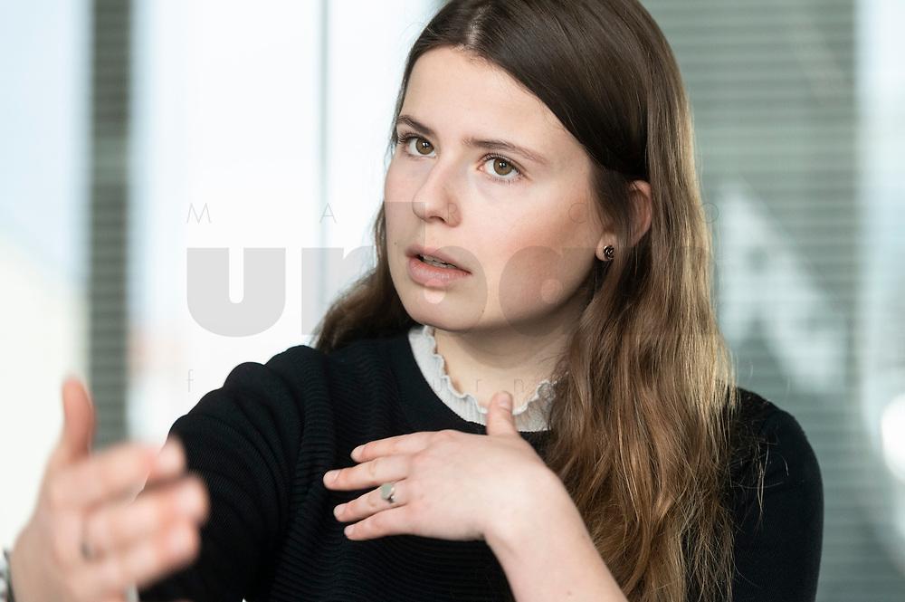 12 MAR 2020, BERLIN/GERMANY:<br /> Luisa Neubauer, Klimaschutzaktivistin, Fridays for Future, waehrend einem Interview, Redaktion Rheinische Post<br /> IMAGE: 20200312-01-005