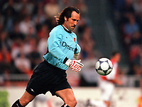 David Seaman - Arsenal. Arsenal v FC Barcelona, The Amsterdam Tournament, Amsterdam Arena, Holland, 3/8/2000. Credit Colorsport / Stuart MacFarlane.