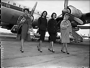 Italian models arrive at Dublin Airport..09.05.1960