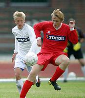 Fotball<br /> Landslagssamling G15 og G16<br /> Porsgrunn<br /> 01.07.2004<br /> <br /> Foto: Morten Olsen, Digitalsport<br /> <br /> Per Egil Flo - Stryn (tv) G15<br /> Bård Tommy Karstensen, Bodø/Glimt