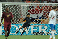 25-06-2006 VOETBAL: FIFA WORLD CUP: NEDERLAND - PORTUGAL: NURNBERG<br /> Oranje verliest in een beladen duel met 1-0 van Portugal en is uitgeschakeld / Ricardo<br /> ©2006-WWW.FOTOHOOGENDOORN.NL