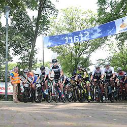 12-05-2018: Wielrennen: Ronde van Overijssel: Rijssen<br />peloton vertrek voor de 66e edite van Overijssels Mooiste