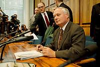 """20.01.1999, Deutschland/Bonn:<br /> Oskar Lafontaine, SPD, Bundesfinanzminister, während einer Pressekonferenz zum Thema """"Bundeshaushalt 99"""", Bundes-Pressekonferenz, Bonn<br /> IMAGE: 19990120-04/01-04"""