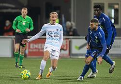 Carl Lange (FC Helsingør) og Valon Ljuti (HB Køge) under kampen i 1. Division mellem HB Køge og FC Helsingør den 4. december 2020 på Capelli Sport Stadion i Køge (Foto: Claus Birch).