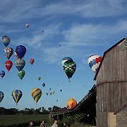 Hot Air balloons in the skies around rural Michigan near Battle Creek during the World Hot Air Ballooning Championships. Battle Creek, Michigan, USA. 18th August 2012. Photo Tim Clayton