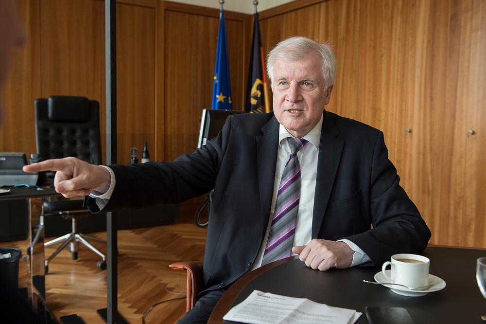20 JUN 2018, BERLIN/GERMANY:<br /> Horst Seehofer, CSU, Bundesinnenminister, waehrend einem Interview, in seinem Buero, Bundesministerium des Inneren<br /> IMAGE: 20180620-02-016<br /> KEYWORDS: Büro