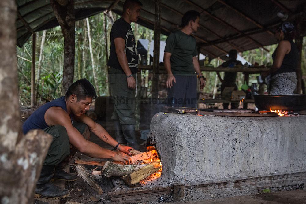 El Diamante, Meta, Colombia - 17.09.2016        <br /> <br /> Kitchen area of the guerilla camp during the 10th conference of the marxist FARC-EP in El Diamante, a Guerilla controlled area in the Colombian district Meta. Few days ahead of the peace contract passing after 52 years of war with the Colombian Governement wants the FARC decide on the 7-days long conferce their transformation into a unarmed political organization. <br /> <br /> Kueche des Guerilla-Camps zur zehnten Konferenz der marxistischen FARC-EP in El Diamante, einem von der Guerilla kontrollierten Gebiet im kolumbianischen Region Meta. Wenige Tage vor der geplanten Verabschiedung eines Friedensvertrags nach 52 Jahren Krieg mit der kolumbianischen Regierung will die FARC auf ihrer sieben taegigen Konferenz die Umwandlung in eine unbewaffneten politischen Organisation beschließen. <br />  <br /> Photo: Bjoern Kietzmann