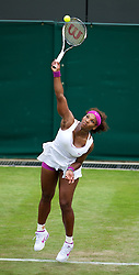26.06.2012, Wimbledon, London, GBR, WTA, The Championships Wimbledon, im Bild Serena Williams (USA) during day two of the WTA Tour Wimbledon Lawn Tennis Championships at the All England Lawn Tennis and Croquet Club, London, Great Britain on 2012/06/26. EXPA Pictures © 2012, PhotoCredit: EXPA/ Propagandaphoto/ David Rawcliff..***** ATTENTION - OUT OF ENG, GBR, UK *****