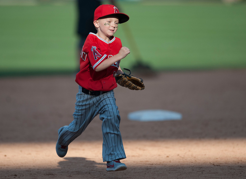 A young Pennington runs the bases after the Angels game against the  Houston Astros Sunday at Angel Stadium.  <br /> <br /> ///ADDITIONAL INFO:   <br /> <br /> angels.0530.kjs  ---  Photo by KEVIN SULLIVAN / Orange County Register  -- 5/29/16<br /> <br /> The Los Angeles Angels take on the Houston Astros Sunday at Angel Stadium.