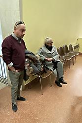 LA MADRE DI ALESSIO E FIGLIA DELLA VITTIMA CON IL COMPAGNO<br /> OMICIDIO MARIA LUISA SILVESTRI L'ASSASSINO PIERPAOLO ALESSIO PORTATO IN TRIBUNALE