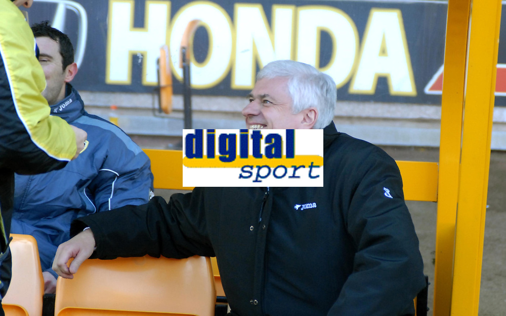 Photo: Ed Godden/Sportsbeat Images.<br />Wolverhampton Wanderers v Cardiff City. Coca Cola Championship. 20/01/2007. Cardiff Chairman Peter Ridsdale takes his seat on the bench.