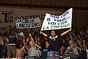 DESCRIZIONE : Siena Lega A1 2007-08 Playoff Quarti di finale Gara 1 Montepaschi Siena Upim Fortitudo Bologna <br /> GIOCATORE : Tifo Tifosi Fan Fans Supporter Supporters<br /> SQUADRA : Upim Fortitudo Bologna<br /> EVENTO : Campionato Lega A1 2007-2008 <br /> GARA : Montepaschi Siena Upim Fortitudo Bologna<br /> DATA : 10/05/2008 <br /> CATEGORIA : Fossa<br /> SPORT : Pallacanestro <br /> AUTORE : Agenzia Ciamillo-Castoria/E.Castoria