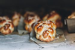 THEMENBILD - gold braun gebackene Osterstriezel im Holzofen. Am Karfreitag bäckt die Bäckerei Gugglberger zum ersten Mal im Jahr Bauernbrot und Milchbrot bzw. Osterstriezel, im alten, traditionellen Holzofen neben dem Meixnerhaus am Kirchbichl oberhalb von Kaprun, aufgenommen am 10. April 2020 in Kaprun, Oesterreich // golden-brown baked Easter tritzel in a wood-burning oven. On Good Friday the bakery Gugglberger bakes farmhouse bread and milk bread or Osterstriezel for the first time in the year, in the old, traditional wood oven next to the Meixnerhaus at the Kirchbichl above Kaprun in Kaprun, Austria on 2020/04/10. EXPA Pictures © 2020, PhotoCredit: EXPA/Stefanie Oberhauser