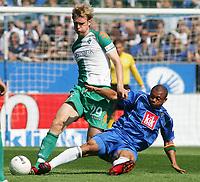 Fotball<br /> Bundesliga Tyskland<br /> 11.08.2007<br /> Foto: Witters/Digitalsport<br /> NORWAY ONLY<br /> <br /> v.l. Per Mertesacker, Joel Epalle Bochum<br /> Bundesliga VfL Bochum - SV Werder Bremen