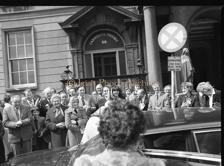 Sean Lemass 9th Anniversary Memorial Mass..1980-05-11.11th May 1980.11-05-1980.05-11-80..Photographed at the Carmelite Priory Whitefriar Street...Massgoers outside the Carmelite Priory where the 9th anniversary mass for the late Sean Lemass was celebrated. An Taoiseach Charles Haughey is in the car.