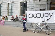 Ondanks dat ze het permamente kamp bij het stadhuis in Utrecht hebben afgebroken, is de Occupy Utrecht beweging nog steeds actief. Voor het stadhuis hebben zij zaterdag tijdelijk de plek veroverd.<br /> <br /> Despite they have left the permanent location in Utrecht, the Occupy movement keep going on in the center of Utrecht.