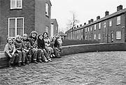 Nederland, Nijmegen, 10-10-1980Serie beelden over het wonen en sociale woningbouw in verschillende wijken van de stad. In het Waterkwartier.  Een groep kinderen possert met plezier voor de fotograaf.In het kader van stadsvernieuwing en renovatie van buurten gemaakt.FOTO: FLIP FRANSSEN/ HH