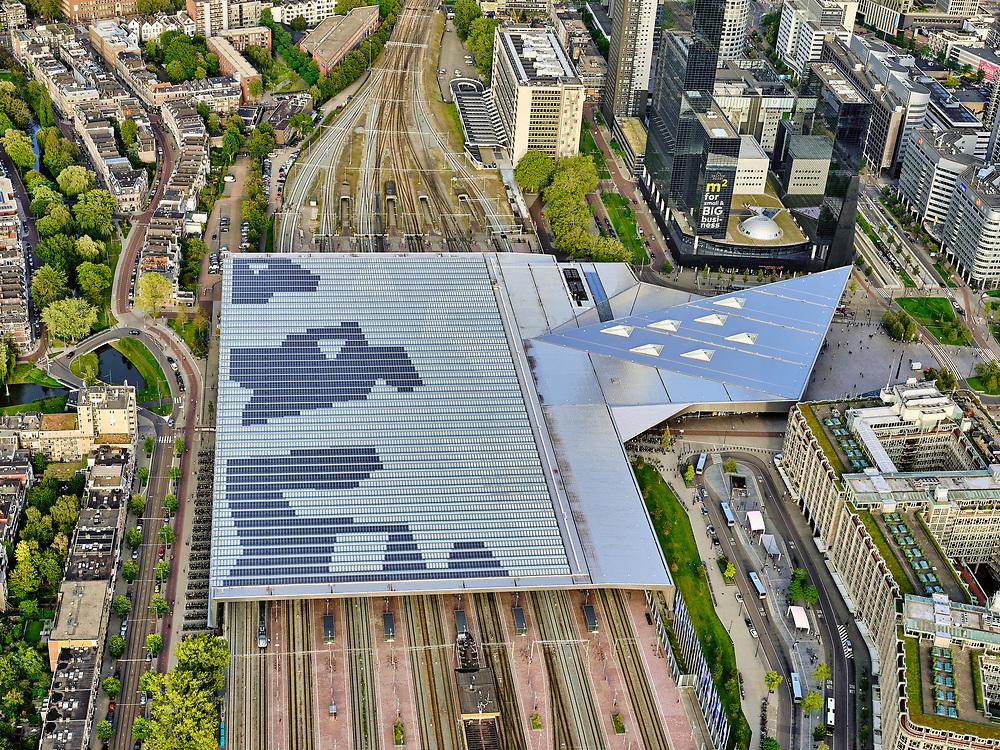 Nederland, Zuid-Holland, Rotterdam, 14-09-2019; Stadsgezicht, Rotterdam Centrum met Centraal Station. Nieuwe overkapping over de perrons. <br /> Rotterdam Central Station.<br /> <br /> luchtfoto (toeslag op standard tarieven);<br /> aerial photo (additional fee required);<br /> copyright foto/photo Siebe Swart