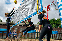 Sanne Keizer, Madelein Meppelink, Brecht Piersma in action. From July 1, competition in the Netherlands may be played again for the first time since the start of the corona pandemic. Nevobo and Sportworx, the organizer of the DELA Eredivisie Beach volleyball, are taking this opportunity with both hands. At sunrise, Wednesday exactly at 5.24 a.m., the first whistle will sound for the DELA Eredivisie opening tournament in Zaandam on 1 July 2020 in Zaandam.