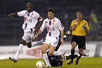 Fotball<br /> Frankrike 2004/05<br /> Istres v Lyon<br /> 23. oktober 2004<br /> Foto: Digitalsport<br /> NORWAY ONLY<br /> ANTHONY REVEILLERE / CLAUDIO CACAPA (LYON)