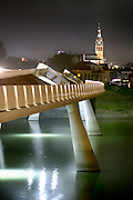 Nederland, Nijmegen, 15-8-2016Sfeerbeeld van de Promenadebrug met zicht op de Stevenstoren in het Rivierpark.DGFoto    editie NijmegenFoto: Flip Franssen