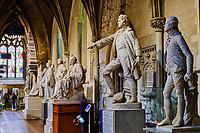 République d'Irlande, Dublin, la Cathedrale Saint Patrick, statues de personnages célèbres // Republic of Ireland; Dublin, St Patrick's cathedral church is a national church of Republic of Ireland, statues of famous people