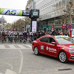 25-04-2021: Wielrennen: Luik Bastenaken Luik (Mannen): Luik<br />vertrek peloton Luik