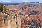 USA, Utah, Bryce Canyon National Park, tourists at Bryce Point