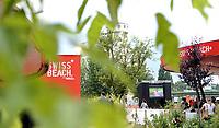 GEPA-1106087322 - WIEN,AUSTRIA,11.JUN.08 - FUSSBALL - UEFA Europameisterschaft, EURO 2008, Public Viewing Plaetze, Strandbar Herrmann am Wiener Donaukanal, Swiss Beach. Bild zeigt ein feature mit der Strandbar. <br />Foto: GEPA pictures/ Reinhard Mueller