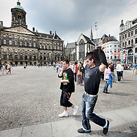 Nederland, Amsterdam , 19 juni 2012..Toeristen op de Dam. Dam square..Foto:Jean-Pierre Jans