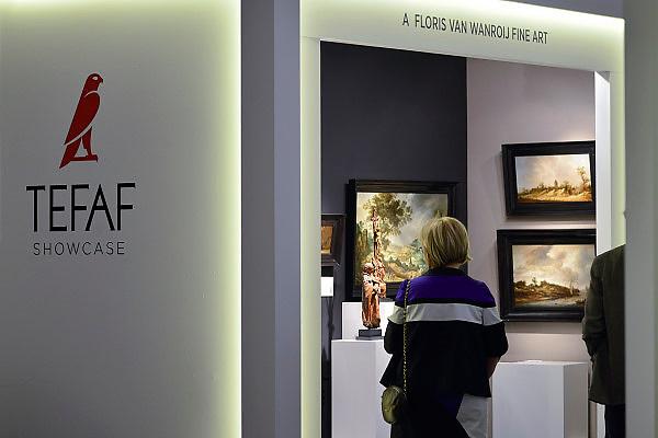 Nederland, Maastricht, 16-3-2014 Tefaf, The European Fine Art Fair in het MECC. Dit is de grootste kunstbeurs in Europa en ter wereld. 27e editie. Onder de topstukken bevindt zich een werk uit de sleutelperiode van Vincent van Gogh, dat volgens deskundigen minstens 10 miljoen euro moet opbrengen, het schilderij Moulin de la Galette. Bij kunsthandel Dickinson.Foto: Flip Franssen/Hollandse Hoogte