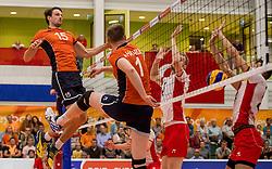 23-09-2016 NED: EK Kwalificatie Nederland - Oostenrijk, Koog aan de Zaan<br /> Nederland wint met 3-0 van Oostenrijk / Thomas Koelewijn #15, Daan van Haarlem #1 tikt zelf de bal door