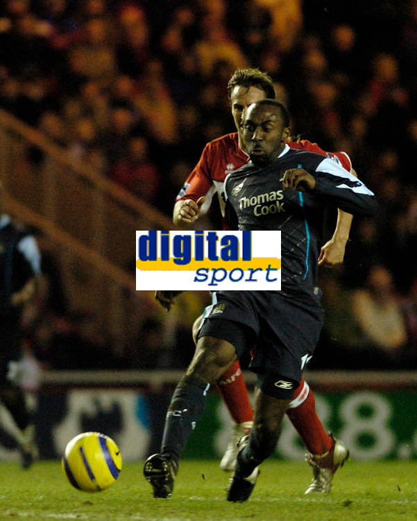 Photo: Leigh Quinnell.<br /> Middlesbrough v Manchester City. The Barclays Premiership. 31/12/2005. Man Citys Darius Vassell sprints for goal watched by Middlesbroughs Gareth Southgate.